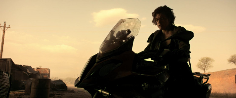 BMW S 1000 XR Motorcycle of Milla Jovovich as Alice in Resident Evil The Final Chapter (4)