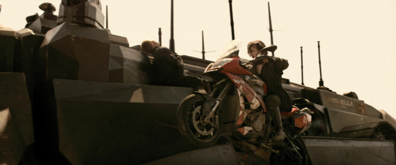 BMW S 1000 XR Motorcycle of Milla Jovovich as Alice in Resident Evil The Final Chapter (6)