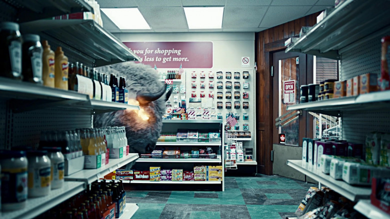 Big Turk, Twizzlers, DOTS Candy by Tootsie, Twizzlers NIBS in American Gods S03E02 Serious Moonlight (2021)