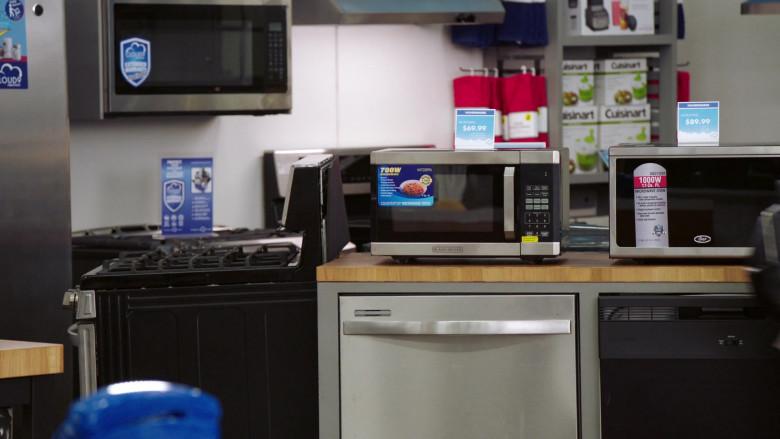 Black + Decker Microwave Oven in Superstore S06E07 The Trough (2021)