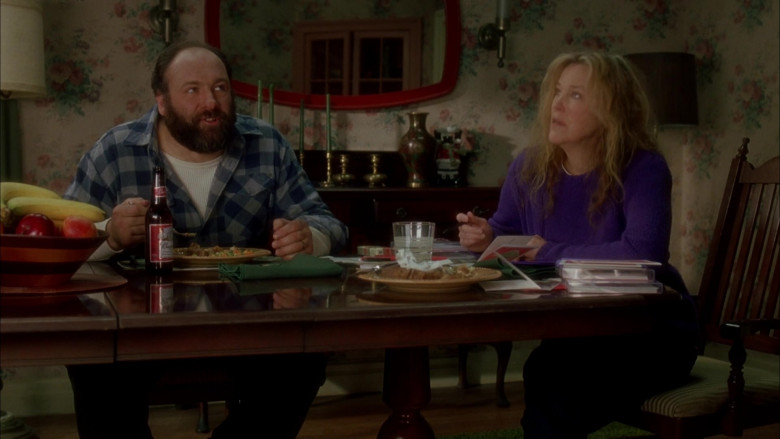 Budweiser Beer Enjoyed by James Gandolfini as Tom Valco in Surviving Christmas (1)
