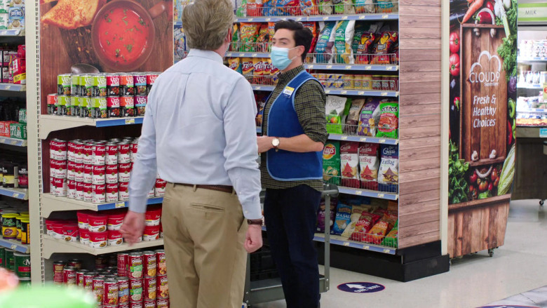 Campbell's, Fritos, Tostitos, Cabo Chips, Lay's, RW Garcia Snacks in Superstore S06E07 The Trough (2021)