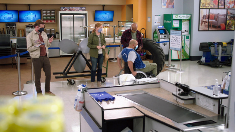 Coinstar in Superstore S06E06 Biscuit (2021)