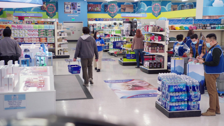 Dasani Water Plastic Bottles in Superstore S06E06 Biscuit (2021)