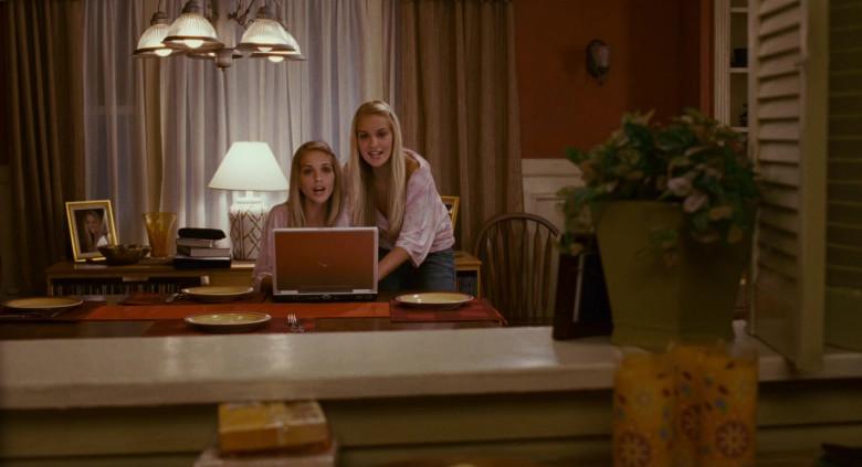 Dell Laptop of Kelly Aldridge as Ashley Hall & Sabrina Aldridge as Emily Hall (Twins) in Deck the Halls (1)