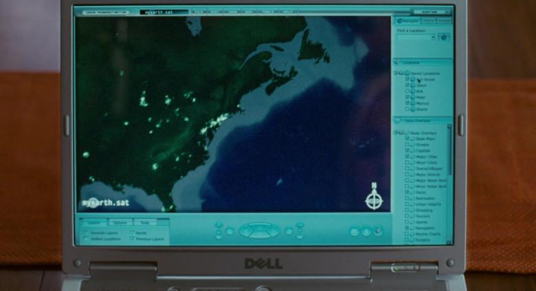 Dell Laptop of Kelly Aldridge as Ashley Hall & Sabrina Aldridge as Emily Hall (Twins) in Deck the Halls (3)