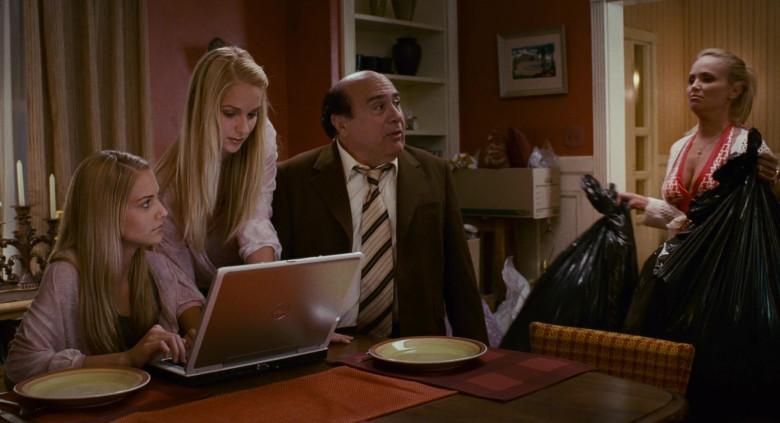 Dell Laptop of Kelly Aldridge as Ashley Hall & Sabrina Aldridge as Emily Hall (Twins) in Deck the Halls (4)