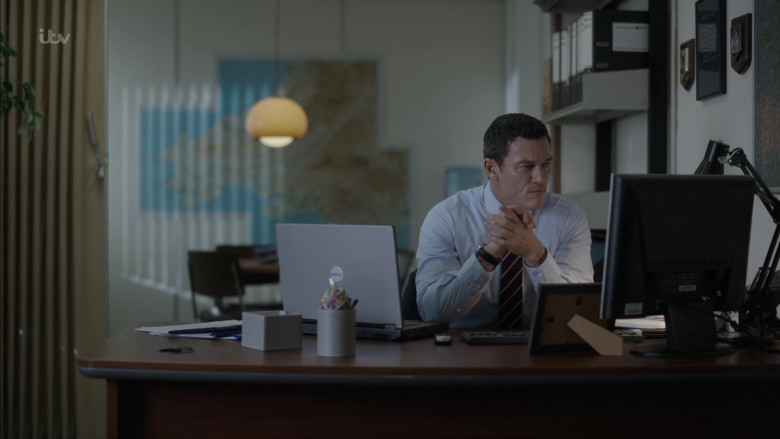Dell Laptop of Luke Evans as Detective Chief Superintendent Steve Wilkins in The Pembrokeshire Murders S01E01 (1)