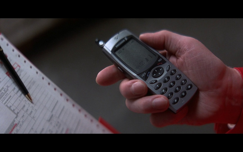 Ericsson mobile phone in Tomorrow Never Dies (1997)