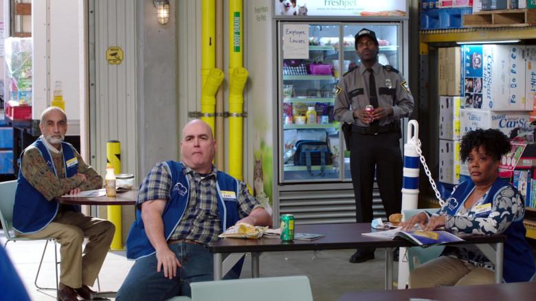 Freshpet in Superstore S06E06 (1)