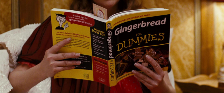 Gingerbread for Dummies Book of Miranda Richardson as Mrs. Annette Claus in Fred Claus Movie (1)
