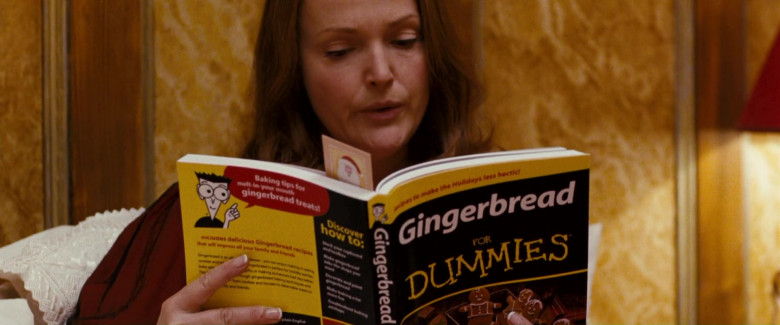 Gingerbread for Dummies Book of Miranda Richardson as Mrs. Annette Claus in Fred Claus Movie (2)