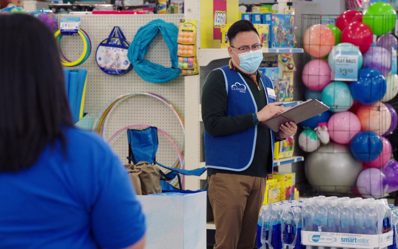 Glaceau Smartwater Plastic Bottles in Superstore S06E06 Biscuit (2021)