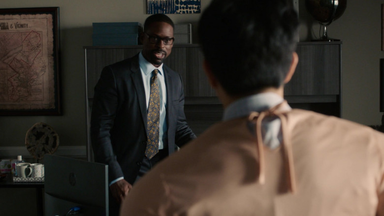 HP Computer Monitor of Sterling K. Brown as Randall Pearson in This Is Us S05E05