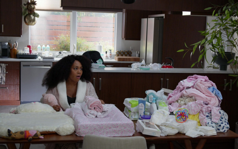 Honest Body Wash and Dove in All Rise S02E07 Almost the Meteor (2021)