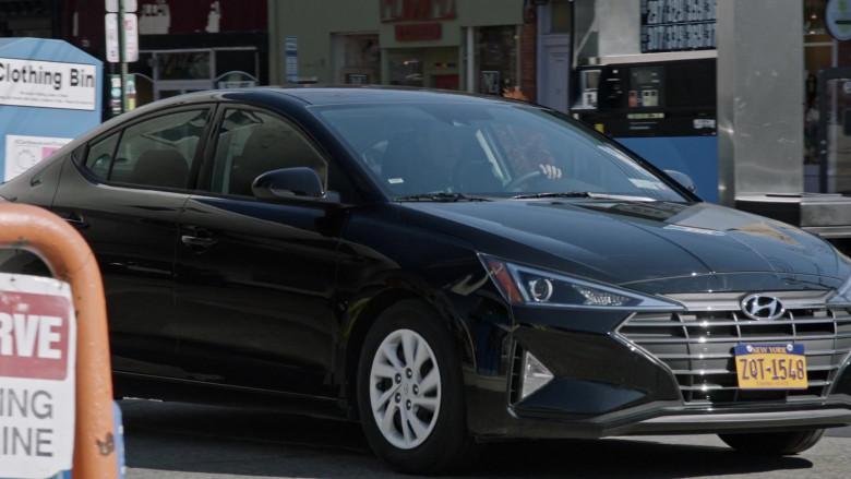 Hyundai Elantra Car in Search Party S04E07 (4)