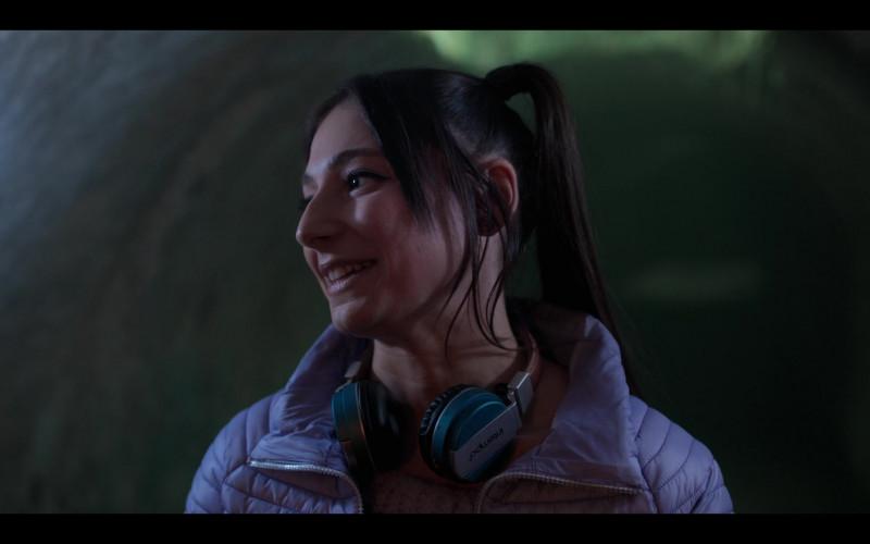 Intempo Blue Matte Leather-Look (EE3072BLUSTK) Headphones of Elisha Applebaum as Musa in Fate The Winx Saga (1)