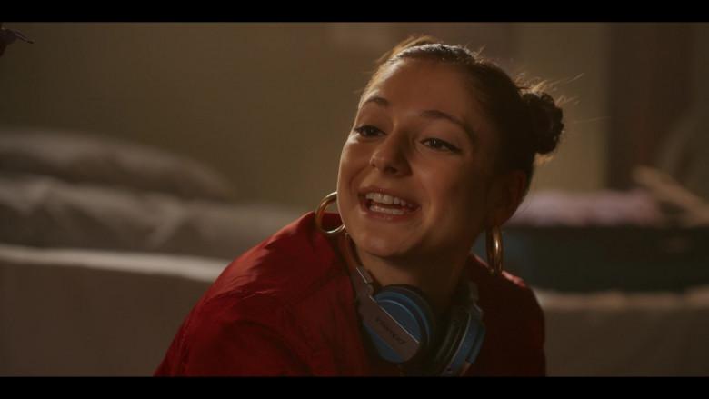 Intempo Headphones of Elisha Applebaum as Musa in Fate The Winx Saga S01E01 (1)