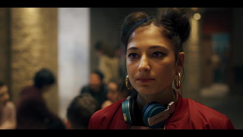 Intempo Wireless Headphones Used by Elisha Applebaum as Musa in Fate The Winx Saga S01E02 (1)