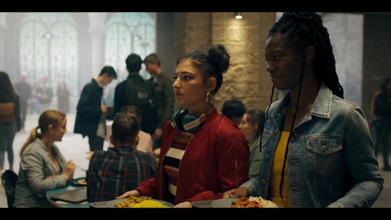 Intempo Wireless Headphones Used by Elisha Applebaum as Musa in Fate The Winx Saga S01E02 (2)