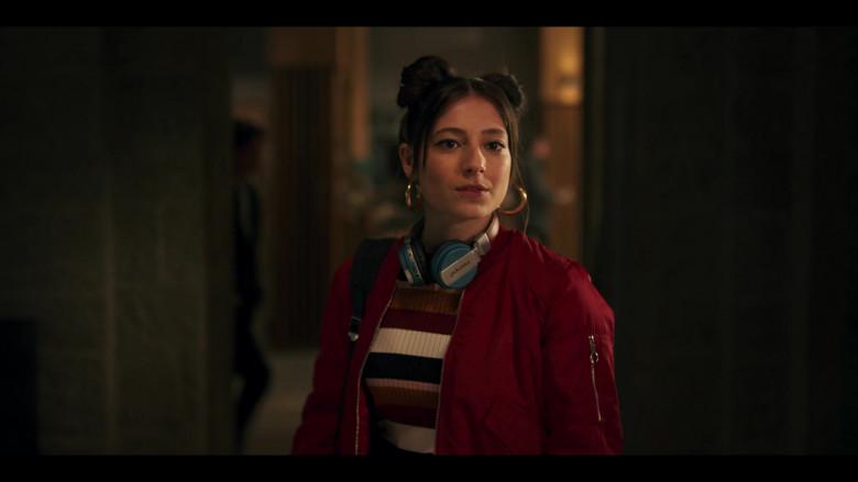 Intempo Wireless Headphones Used by Elisha Applebaum as Musa in Fate The Winx Saga S01E02 (3)