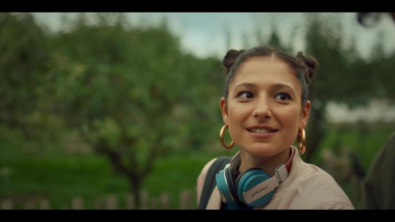Intempo Wireless Headphones Used by Elisha Applebaum as Musa in Fate The Winx Saga S01E02 (4)
