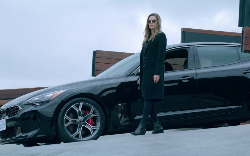 Kia Stinger Black Car of Hilary Swank as Detective Valerie Quinlan in Fatale (2020)