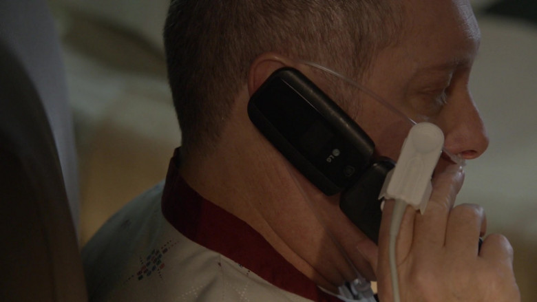 LG Mobile Phone Used by Actor James Spader as Raymond 'Red' Reddington in The Blacklist S08E03 (2)