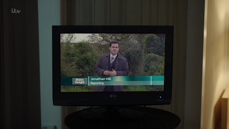 LG Television in The Pembrokeshire Murders S01E01 (1)