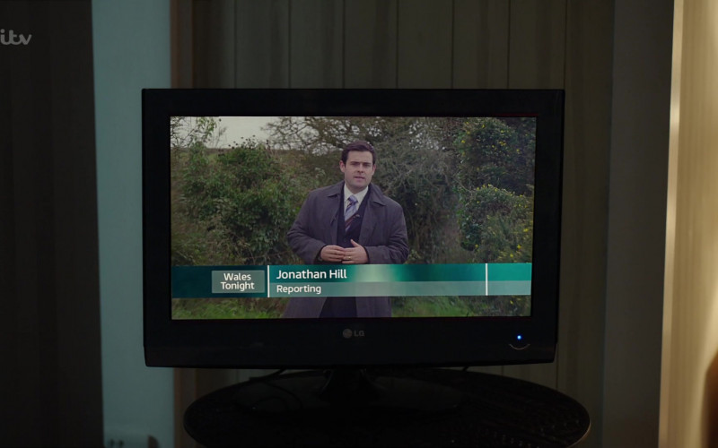 LG Television in The Pembrokeshire Murders S01E01 (1)