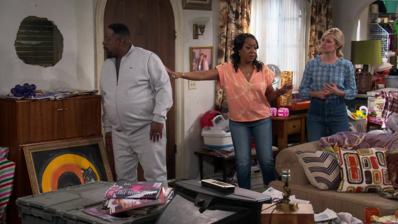 Lacoste Men's Grey Jacket of Actor Cedric the Entertainer as Calvin in The Neighborhood S03E08 (2)