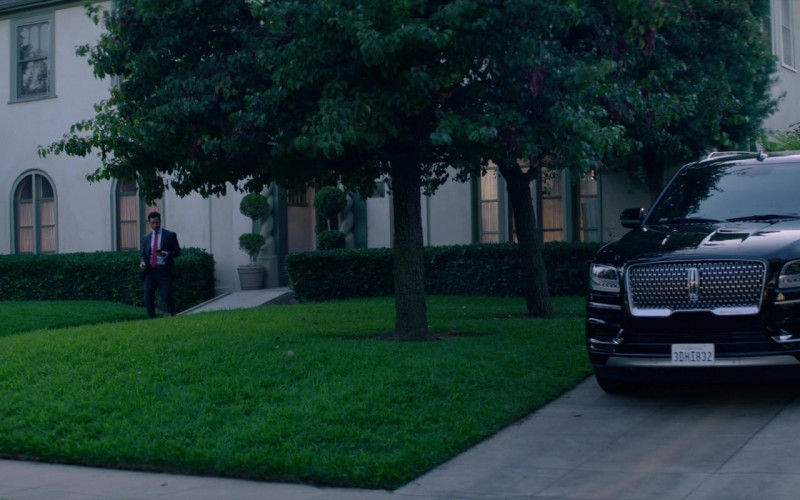 Lincoln Navigator Black Car in Fatale (1)