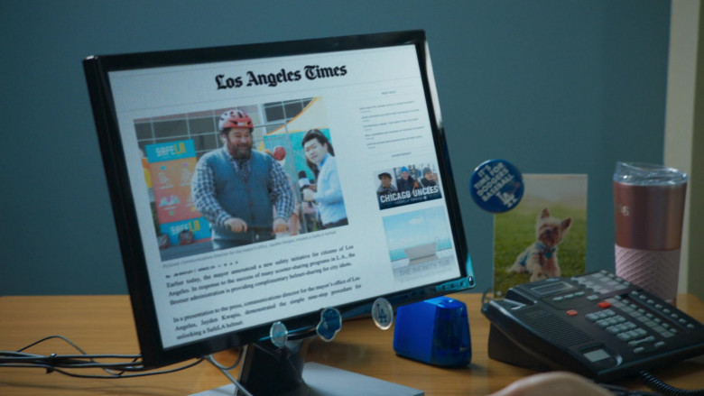 Los Angeles Times Website in Mr. Mayor S01E05 Dodger Day (2021)