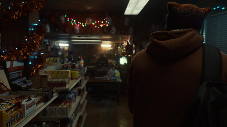 M&M's Candies, PayDay Candy Bars, Snickers Chocolate Bars in American Gods S03E01