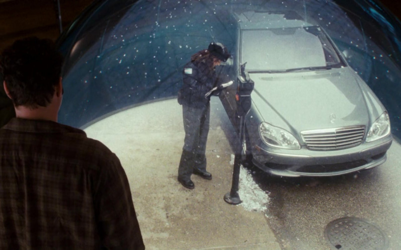 Mercedes-Benz S-Class Car in Fred Claus (1)