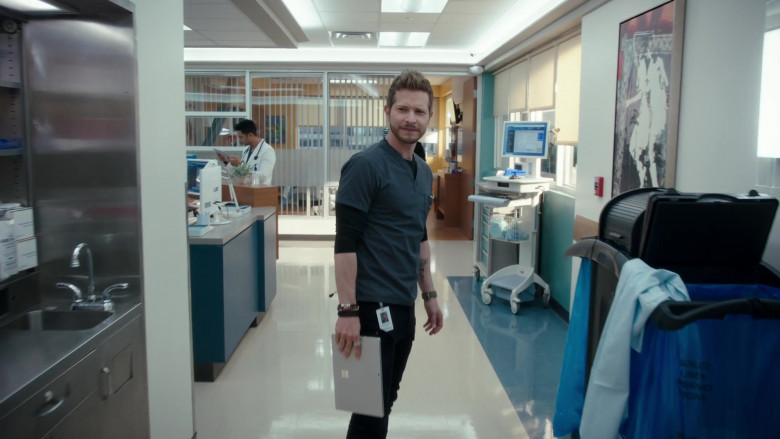 Microsoft Surface Tablet Held by Actor Matt Czuchry as Conrad Hawkins in The Resident S04E02 (2)