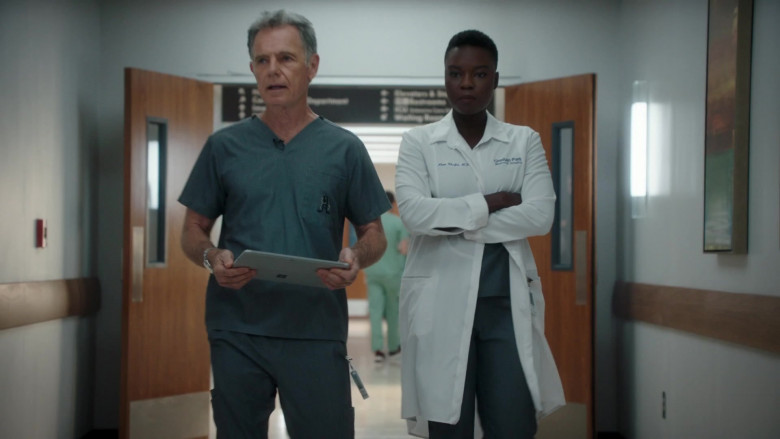 Microsoft Surface Tablet Held by Bruce Greenwood as Randolph Bell in The Resident S04E03 (2)