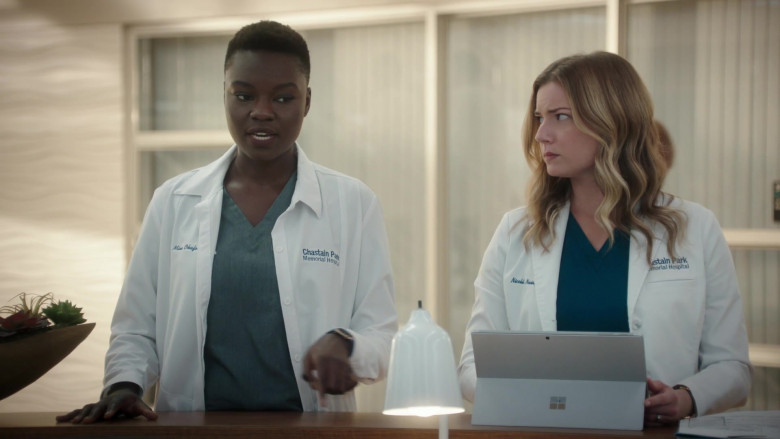 Microsoft Surface Tablet Used by Emily VanCamp as Nicolette 'Nic' Nevin in The Resident S04E03 (2)