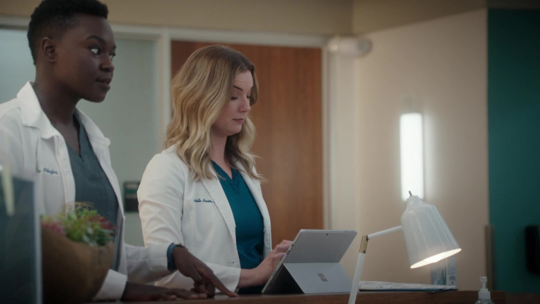 Microsoft Surface Tablet Used by Emily VanCamp as Nicolette 'Nic' Nevin in The Resident S04E03 (3)