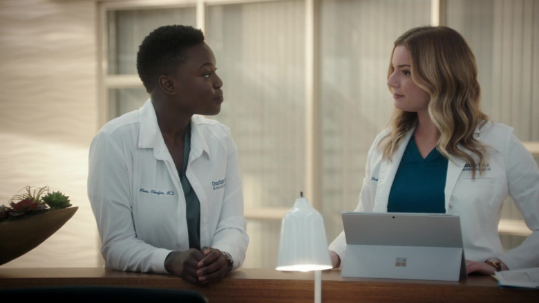 Microsoft Surface Tablet Used by Emily VanCamp as Nicolette 'Nic' Nevin in The Resident S04E03 (4)
