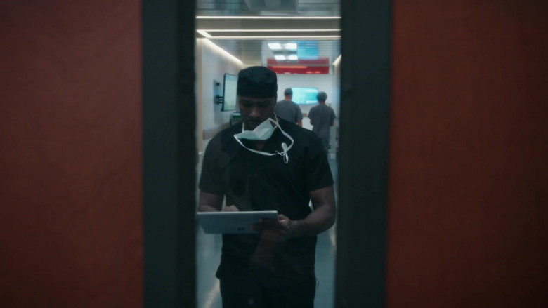 Microsoft Surface Tablets in The Resident S04E01 (2)