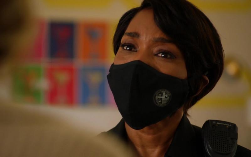 Motorola Radio of Angela Bassett as Athena Carter Grant Nash in 9-1-1 S04E01 (2)