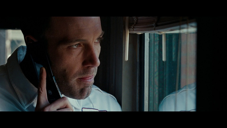 Motorola mobile phone of Ben Affleck as Douglas 'Doug' MacRay in The Town (2010)