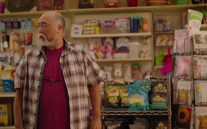 Nabisco Chips Ahoy!, Triscuit, Dutch Crunch Chips in Kim's Convenience S05E02 Channouncements (2021)