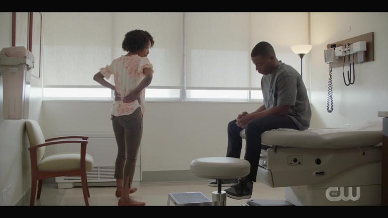Nike Air Jordan 1 Men's Grey-Black Sneakers of Daniel Ezra as Spencer James in All American S03E02