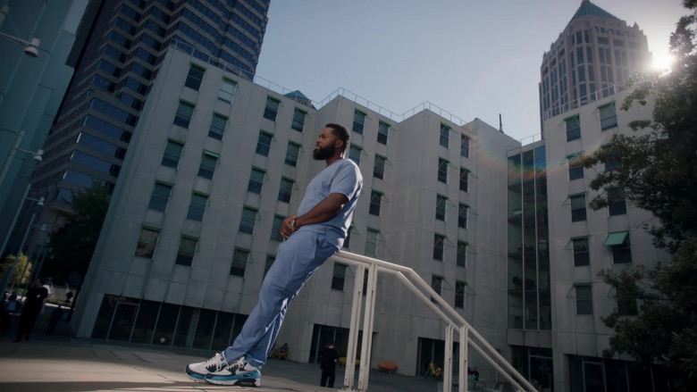 Nike Air Max 90 Sneakers of Malcolm-Jamal Warner as AJ aka The Raptor in The Resident S04E02