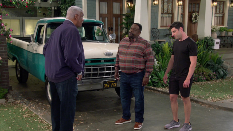 Nike Air Zoom Men's Sneakers of Max Greenfield as Dave Johnson in The Neighborhood S03E08
