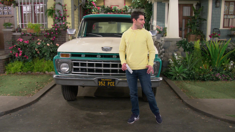 Nike Cortez Men's Sneakers Worn by Actor Max Greenfield as Dave in The Neighborhood S03E06 (2)
