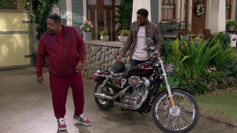 Nike Zoom Air Distressed Grey-Red Sneakers of Cedric the Entertainer as Calvin Butler in The Neighborhood S03E07 (1)