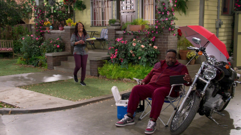 Nike Zoom Air Distressed Grey-Red Sneakers of Cedric the Entertainer as Calvin Butler in The Neighborhood S03E07 (2)